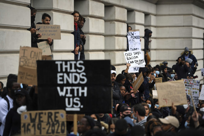Ruská vláda vyzýva USA k rešpektovaniu práv ľudí na pokojný protest