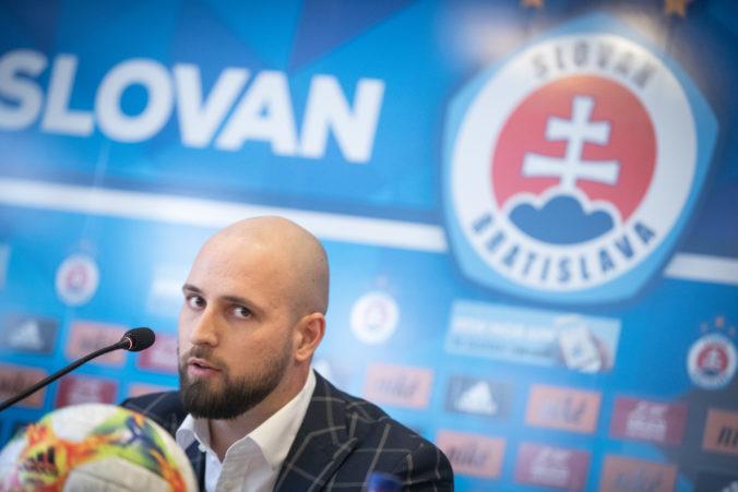 Slovan sa obzerá po zahraničí. Nechceme hrať poloprofesionálnu súťaž, vraví Kmotrík ml.