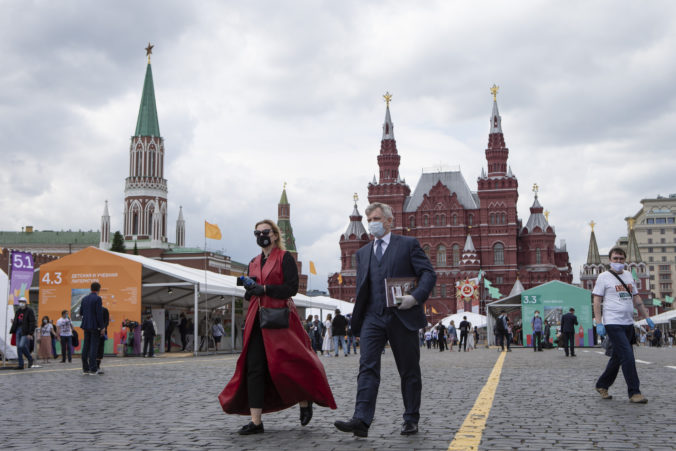 Moskva uvoľňuje opatrenia proti koronavírusu, zrušilo sa aj prísne obmedzenie pohybu