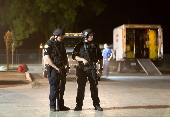 Muž strieľal na ľudí pred nočným klubom, najmenej osem je zranených