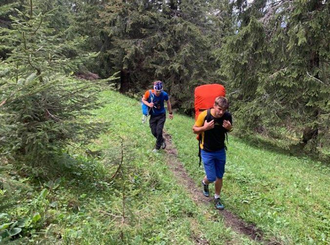 V Nízkych Tatrách pomáhali horskí záchranári zranenému turistovi, zasahovať musel aj vrtuľník (foto)