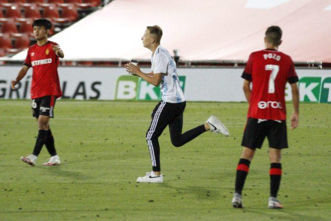 Vedenie La Ligy podá trestné oznámenie na mladíka, ktorý vnikol na zápas RCD Mallorca – FC Barcelona (video)