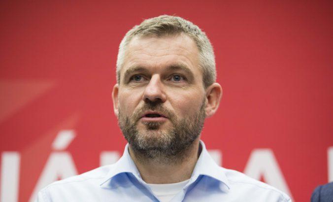 Pellegriniho skupina ponúkne parlamentné funkcie v septembri