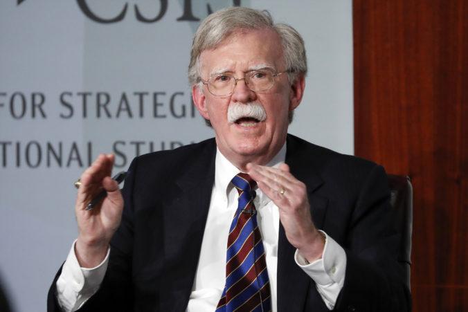 Exporadca amerického prezidenta John Bolton môže vydať knihu spomienok, rozhodol sudca
