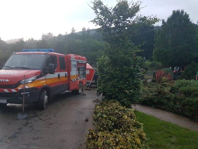 Povodne si vo viacerých krajoch vyžiadali opakované zásahy hasičov, najväčšie škody mali dve obce (foto)