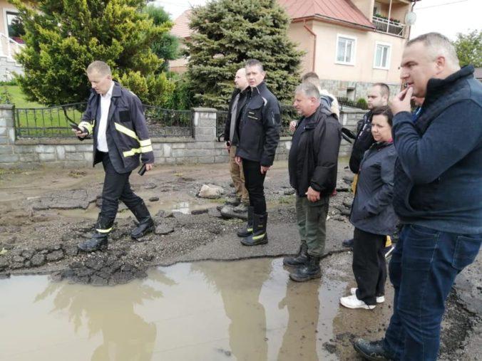 Prívalové dažde spôsobujú na východe Slovenska vážne škody, Kollár aj Mikulec chcú obciam finančne pomôcť