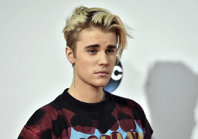 Justin Bieber sa bráni obvineniu zo sexuálneho napadnutia, spevák zvažuje právne kroky