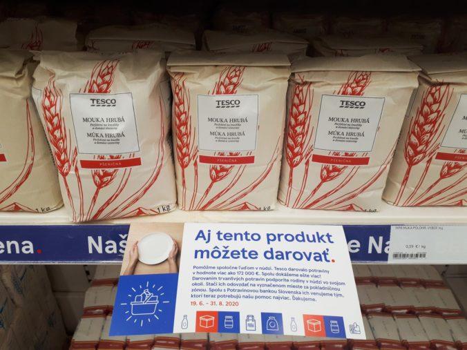 Tesco pomôže ľuďom v núdzi ešte viac, organizuje mimoriadnu potravinovú zbierku