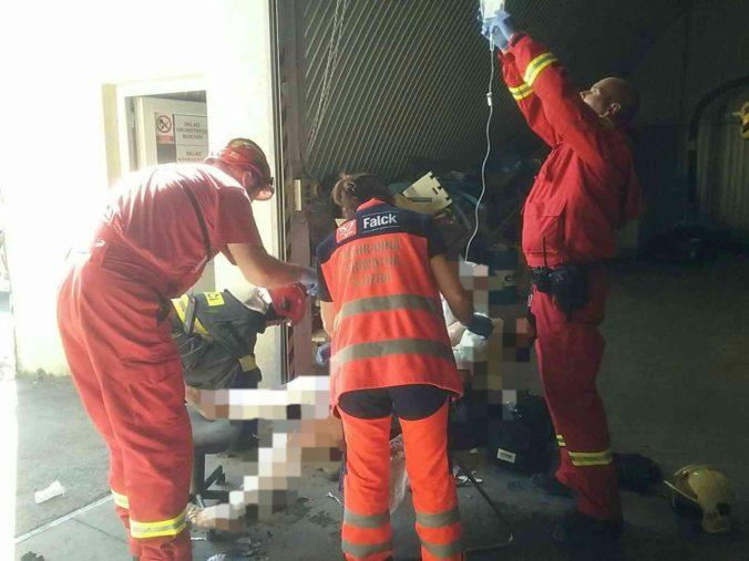 Dielňou otriasol výbuch a následne vznikol požiar, pri incidente sa zranili dve osoby (foto)