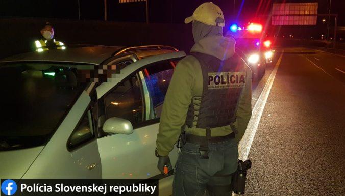 Polícia zadržala na hraniciach päť sýrskych migrantov, Slovensko nebolo ich cieľom (foto)