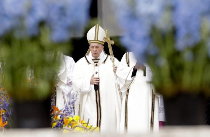 Vatikánu nesedia financie. Vyšetrovatelia zhabali počítače a baziliku riadi špeciálny komisár