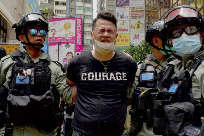 Nový čínsky zákon vstúpil v Hongkongu do platnosti, zatkli už desiatky ľudí a hrozí im aj doživotie