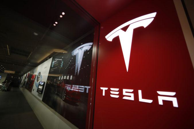 Automobilke Tesla sa darilo aj napriek koronakríze, v druhom kvartáli dodala desaťtisíce áut