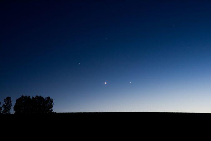 Počas júla môžete na svitaní spozorovať kométu Neowise, bude ľahko viditeľná aj voľným okom (foto)