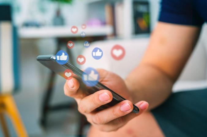 Sociálne siete sú na Slovensku obľúbené, podľa prieskumu ich využíva takmer 60 percent ľudí
