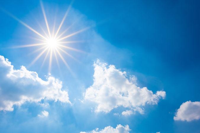 Meteorológovia očakávajú na Slovensku jasné počasie, ale neskôr sa môže zamračiť a aj spŕchnuť