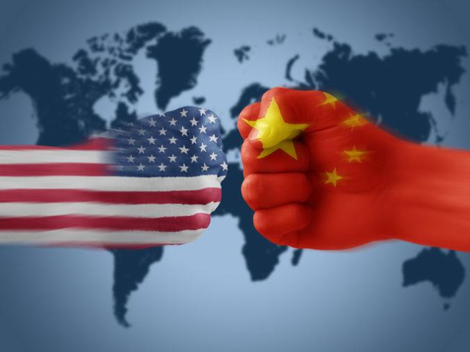 """USA považuje Čínu za najväčšiu dlhodobú hrozbu, podľa FBI sa chce stať jedinou """"superveľmocou"""""""