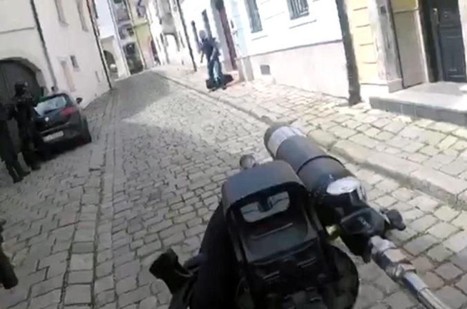 Ozbrojený muž, ktorého v centre Bratislavy spacifikovali policajti, skončil na psychiatrii