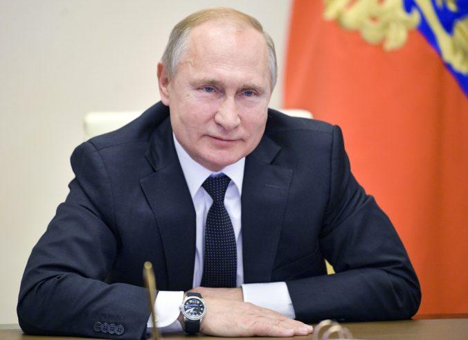 Ruská polícia vykonala raziu u aktivistov, ktorí sú proti ústavným zmenám prezidenta Putina