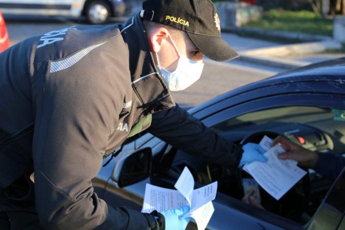 Na hraniciach budú opäť policajné hliadky. Viete, aké sú vaše povinnosti pri návrate na Slovensko?