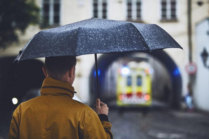 Na Slovensku sa cez víkend ochladí, hrozia aj búrky s krúpami