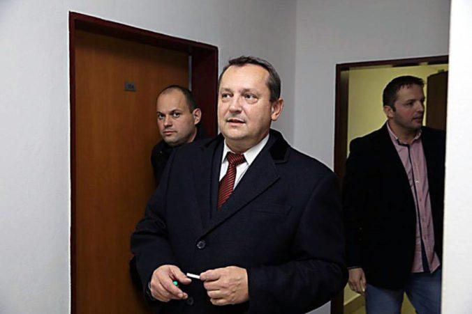 Pachinger z kauzy tunelovania nebankoviek zostáva vo väzbe, súd jeho žiadosti nevyhovel