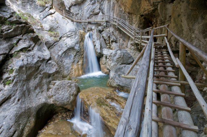 Padajúce skaly usmrtili v Medvedej rokline 30-ročného Slováka