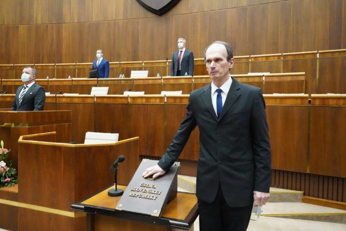 Vašečka by potraty na Slovensku zakázal a Kuffa sa pýta, či sa o dôchodcov budú starať psy a mačky