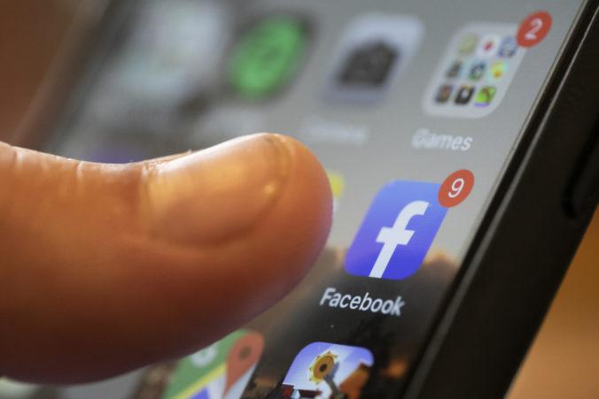 Facebook spôsobil výpadok aplikácii pre iPhone či iPad, za problém sa ospraveldnil