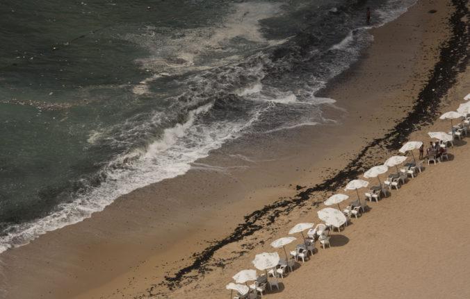 Muž sa snažil v mori pri Alexandrii zachrániť topiaceho chlapca, nakoniec zomrelo 11 ľudí