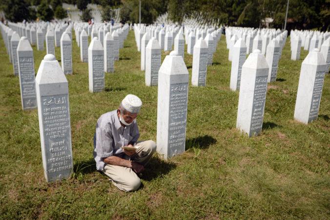 Od masakry v Srebrenici uplynulo 25 rokov, zločiny spáchané na Balkáne zostávajú mementom