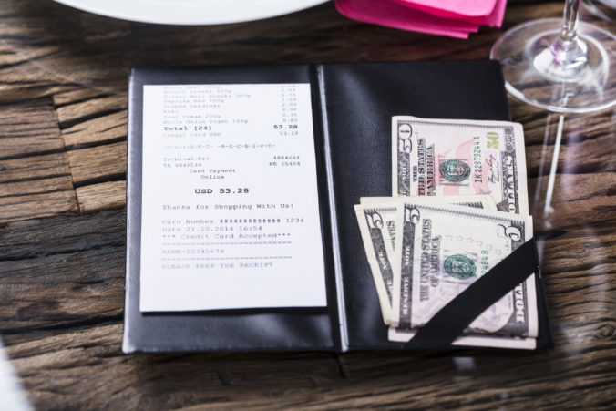 Stály zákazník nechal obsluhe v reštaurácii poriadne štedré prepitné za prácu počas pandémie