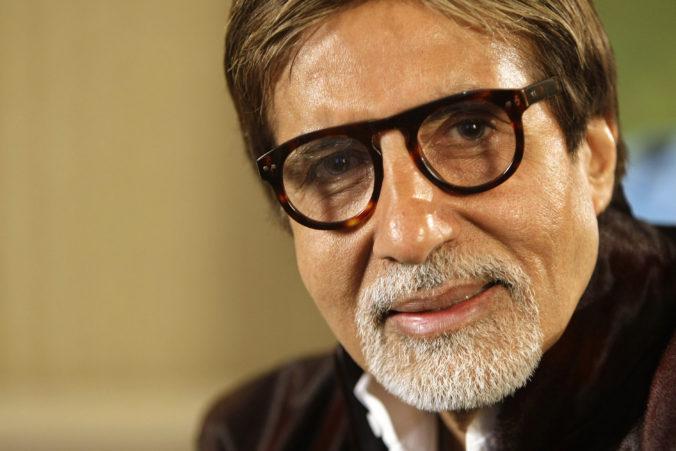 Jeden z najznámejších indických hercov má koronavírus, hral aj vo filme Veľký Gatsby