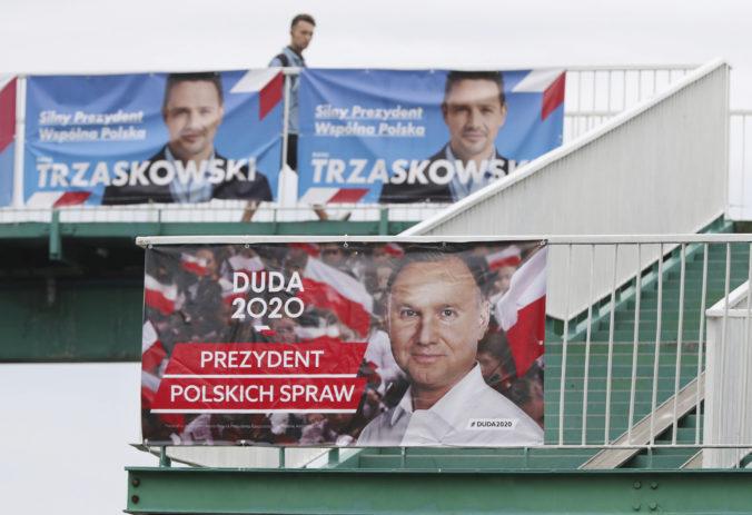Poliaci si volia prezidenta v druhom kole, prieskumy naznačujú tesný výsledok