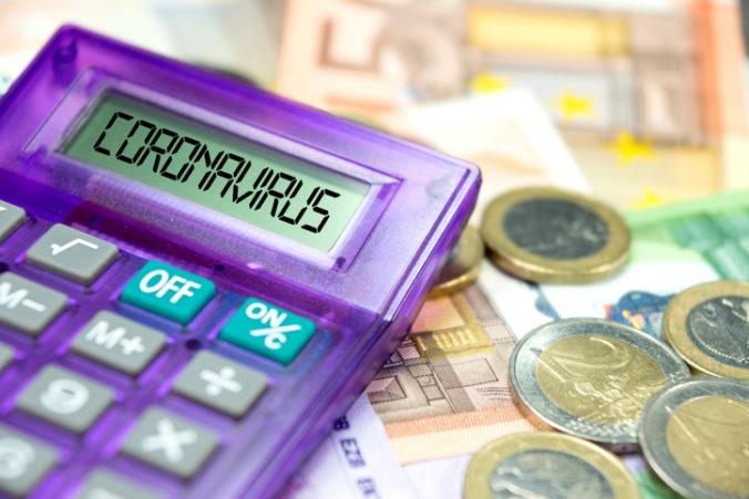 Koronakríza znížila platy Slovákov, v jednom sektore až o tretinu