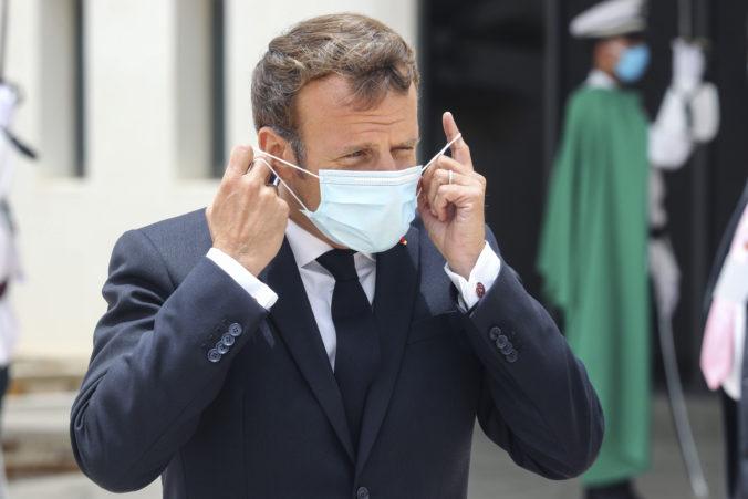 Macron chce od augusta vo Francúzsku povinné nosenie rúšok vo vnútorných priestoroch