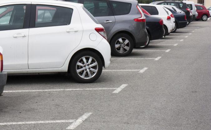 Tender na parkovací softvér v Bratislave prehodnotí externá komisia, mesto rieši aj kapacity