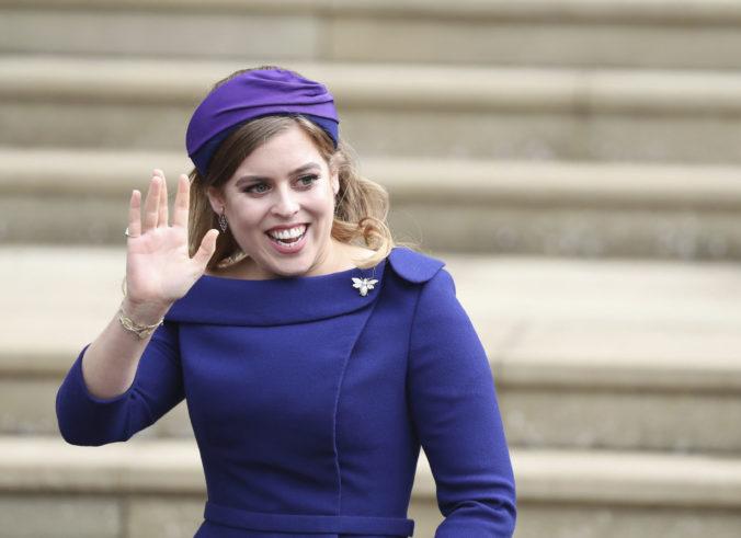 Britská princezná Beatrice sa vydala, koronavírusové opatrenia sa dotkli aj kráľovnej Alžbety II.