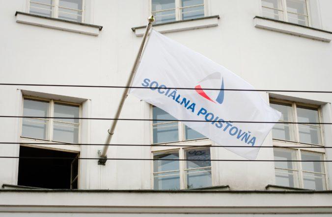 Sociálna poisťovňa pre koronu vyplatila rekordný počet nemocenských dávok, najčastejšie išlo o ošetrovné