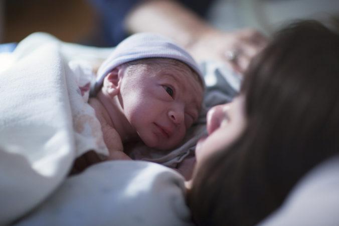 Vedci predpovedajú zníženie populácie vo svete, rodí sa čoraz menej detí