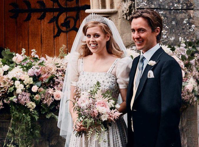 Zverejnili fotografie zo svadby princezny Beatrice, na snímke je aj kráľovná Alžbeta (foto)