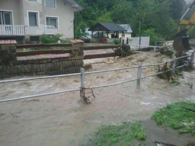 Mesto Snina ráta škody po vlne povodní a očakáva ďalší dážď, tretí stupeň zostáva v platnosti