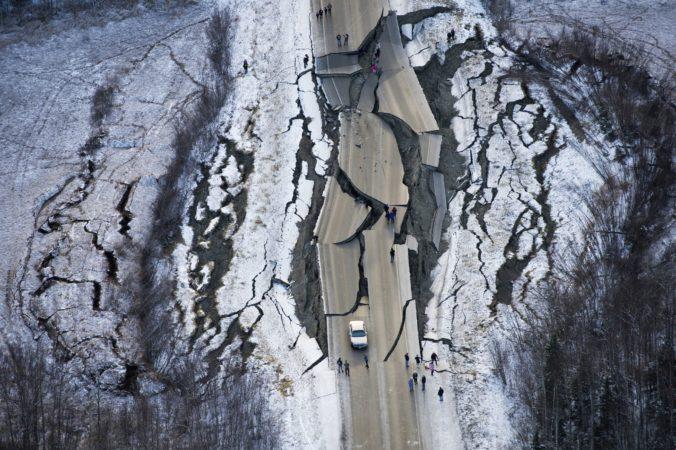 Aljašku zasiahlo silné zemetrasenie, pobrežné časti by mohla zasiahnuť vlna cunami