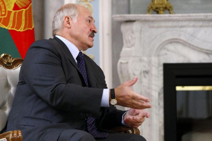 Lukašenko hrozí pred voľbami zahraničným médiám, obviňuje ich z vyvolávania nepokojov