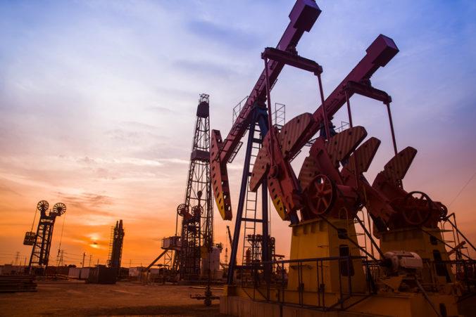 Najväčšia svetová firma poskytujúca služby na ropných poliach zruší štvrtinu pracovných miest