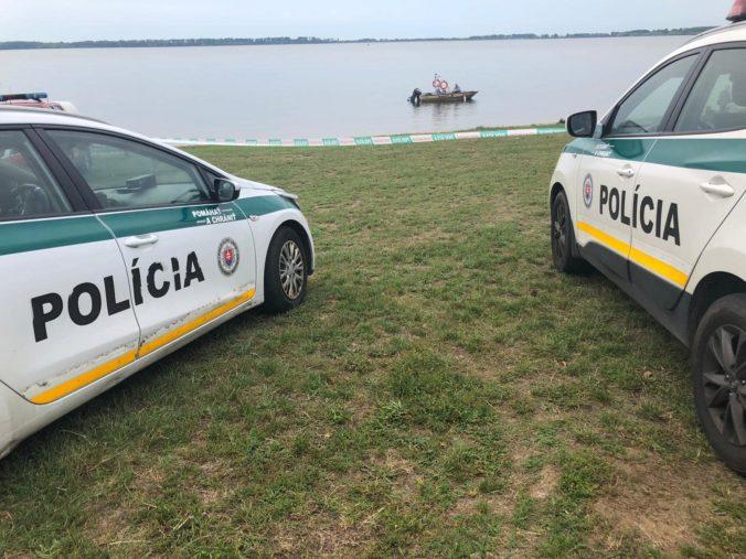Na Zemplínskej Šírave sa prevrátil čln, polícia objavila telá dvoch mŕtvych mladíkov (foto)