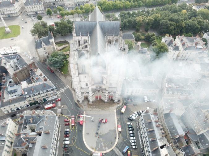 Francúzska polícia zadržala podpaľača z Katedrály svätého Petra a Pavla, ohniská založil úmyselne