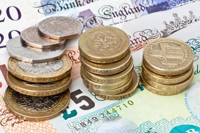 Britská ekonomika sa môže z koronakrízy spamätať až v roku 2024, zvýši sa aj nezamestnanosť