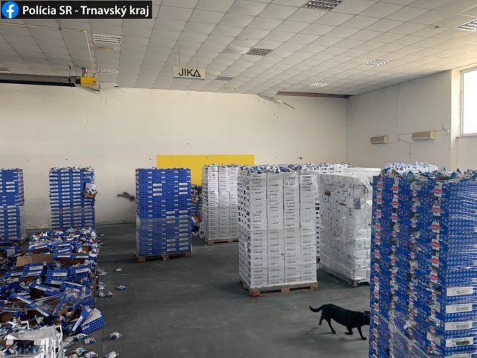 Kamión s mozarellou sa stratil po ceste do Francúzska, ukradnutý tovar našli v slovenských skladoch (foto)
