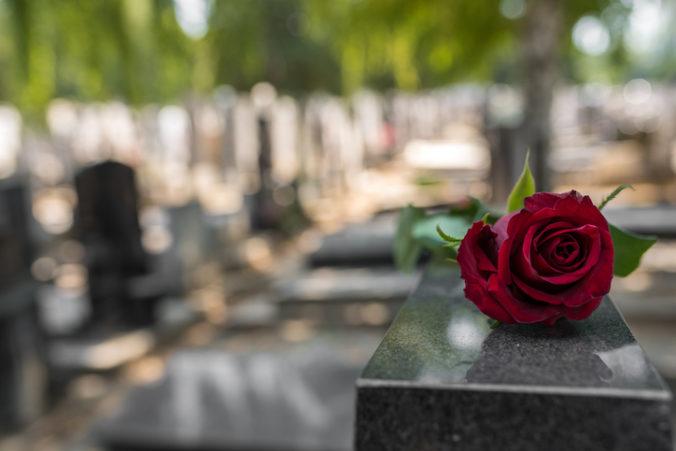 Príspevok na pohreb sa počas trinástich rokov nezmenil, za dvadsať rokov sa zvýšil o desať eur